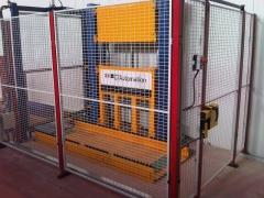 Montacargas hidráulico con carga y descarga automática. permite alcanzar velocidades de hasta 2 m/s