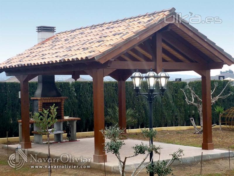 Foto pergolas a dos aguas con cubierta de tejas y chimenea integrada - Foto pergola ijzer smeden ...