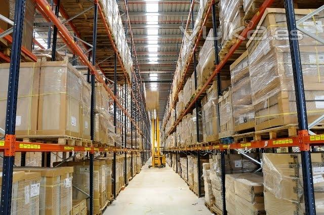 Foto almacenes centrales muebles boom for Almacenes de muebles