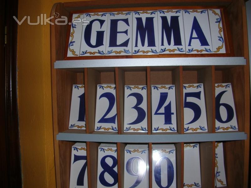 Foto letras y numeros en ceramica for Azulejos y pavimentos san juan