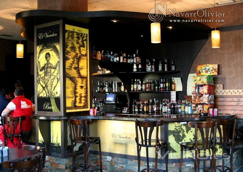 Foto mobiliario y decoracion de pub cafeteria navarrolivier - Mobiliario de cafeteria ...