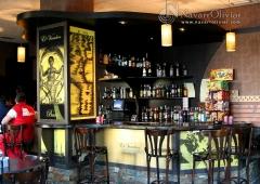 Mobiliario y decoracion de  pub cafeteria. navarrolivier