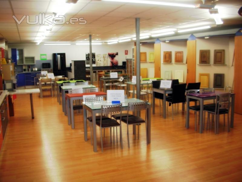 Foto ofertas en conjuntos de mesas y sillas for Ofertas de mesas y sillas