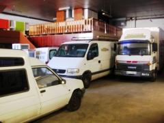 Almacen, vehiculos y zona de bricolage.