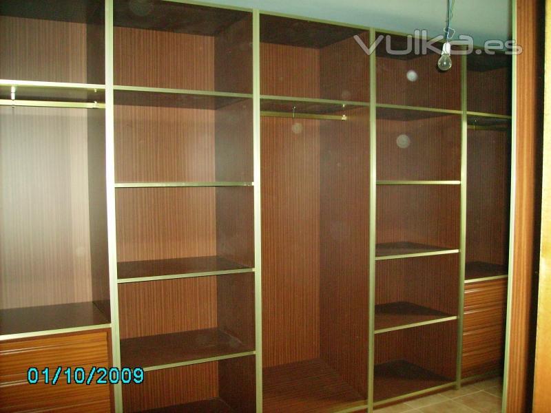 interiores de armario con canto de aluminio