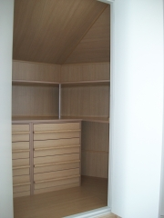 Interior armario buhardilla