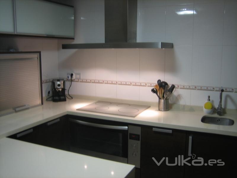 Foto cocina de cliente real tablero marino en color for Tableros para encimeras cocina