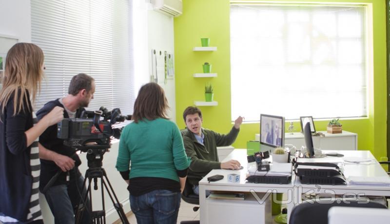 Telecinco en Mediactiu, para una colaboración. Graphic design studios in national tv