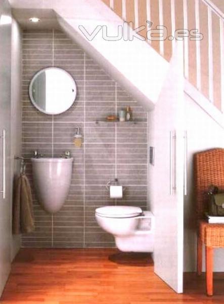 Baño Bajo Escalera Diseno:Foto: Superando espacios Ideas de baños pequeños bajo escaleras