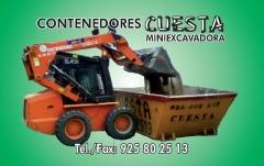 Contenedores y miniexcavadoras
