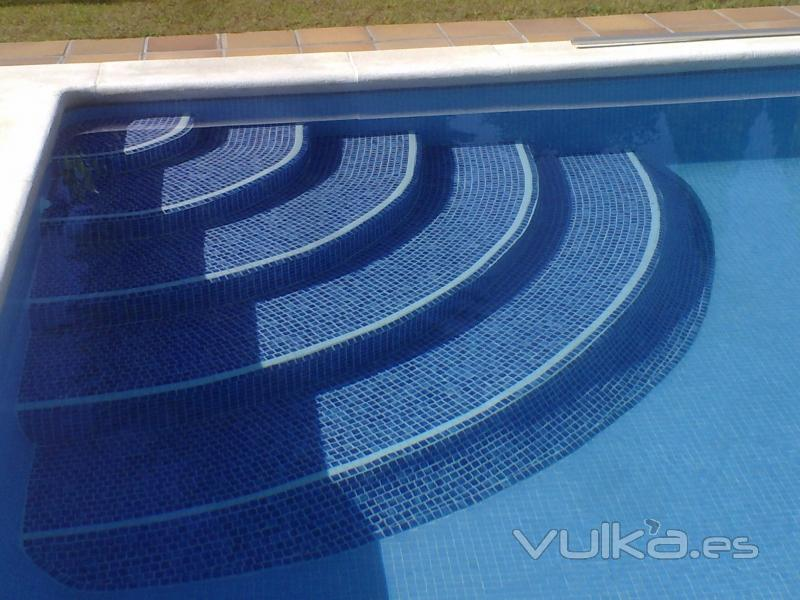 G m piscinas for Escaleras de piscina