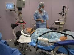 Preparativos de una operación ocular