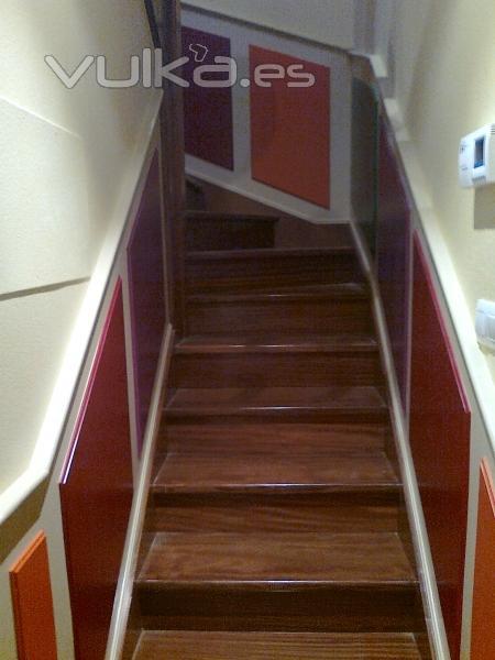 Foto lacado en zocalos de escalera - Zocalos para escaleras ...