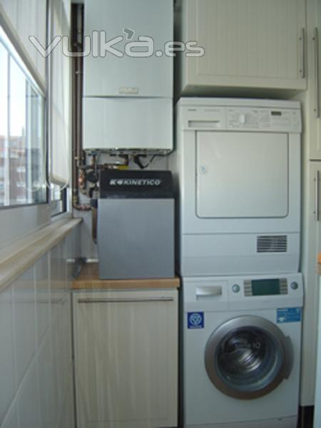 Foto caldera descalcificador lavadora y secadora - Lavadora y secadora en columna ...