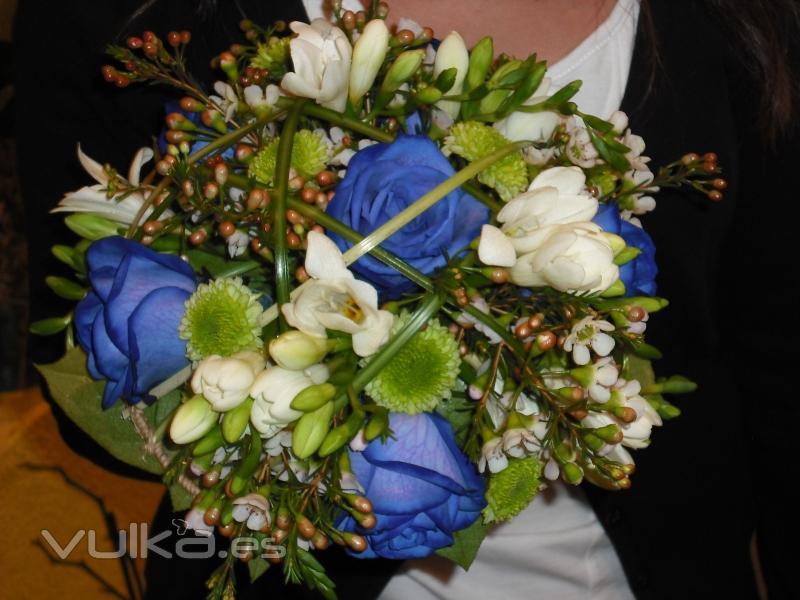 Foto: ramo de novia con rosas azules