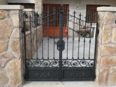 Puertas de forja , dise�o y fabricaci�n propios.