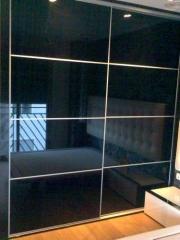 Cristal negro ,marco aluminio